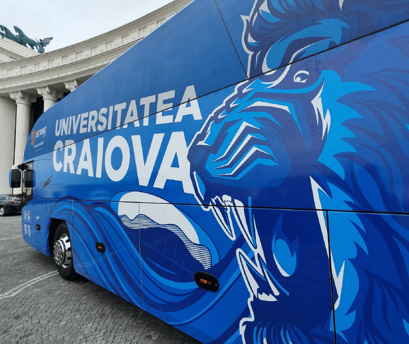 Universitatea Craiova Bus Wrap Illustration Illustrescu-01
